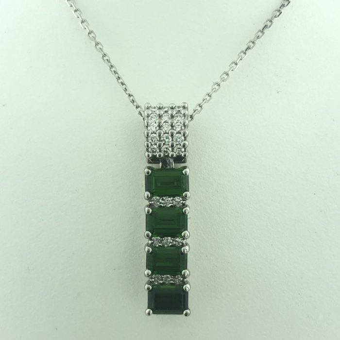 14K WHITE GOLD NECKLACE WITH EMERALD PENDAND/6.6G/SIZE 18""