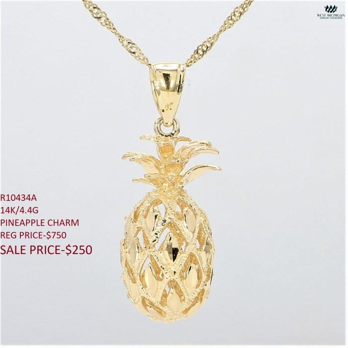 Pineapple Charm  R10434A
